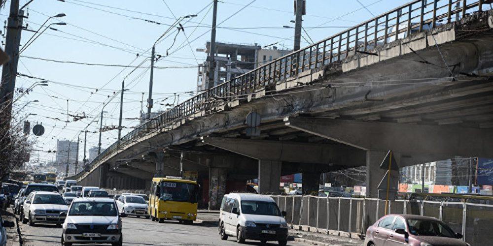 Ремонт дороги на станции метро Нивки в Киеве