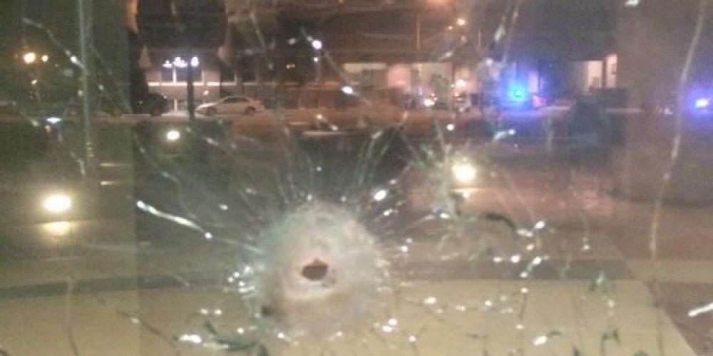 В Далласе боевик на бронированном фургоне напал на полицию [Видео]