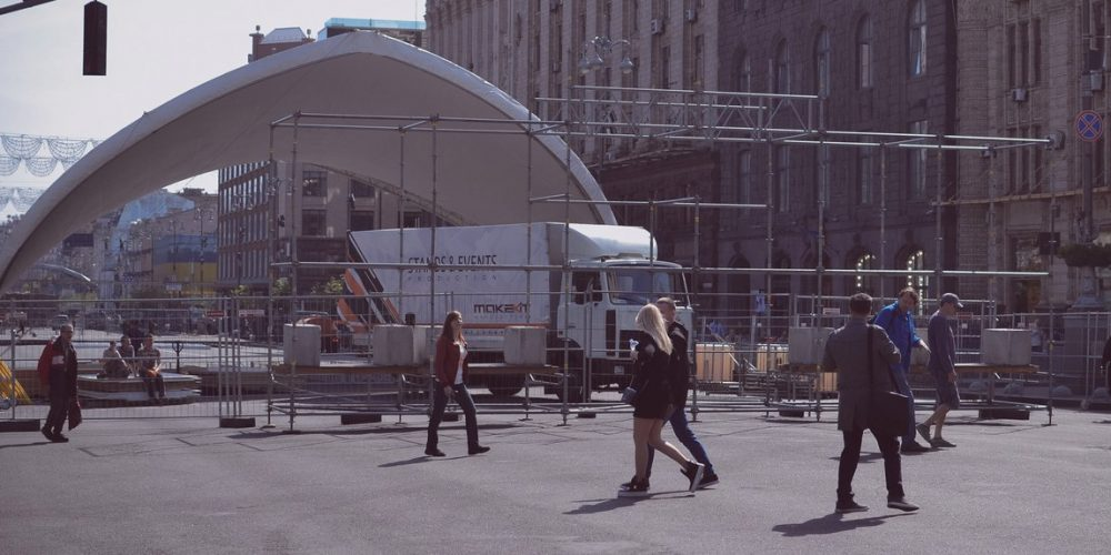 Прогулка по Киеву: арка, строительство, митинг, конкурсы